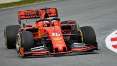 La Ferrari di Leclerc in azione in pista a Barcellona