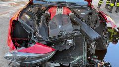 La Ferrari di Marchetti, i danni al frontale coinvolgono il motore V12