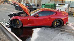 La Ferrari di Marchetti: il guidatore dell'autolavaggio ha perso il controllo dopo una curva