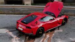 La Ferrari di Marchetti, il radiatore si è danneggiato e ha perso il liquido di raffreddamento