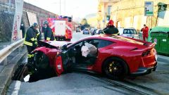 La Ferrari di Marchetti, nell'impatto è esploso l'airbag lato guida
