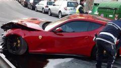 La Ferrari di Marchetti, nell'impatto la sospensione anteriore sinistra si è danneggiata