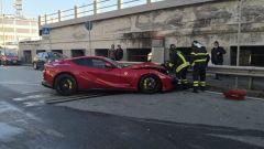La Ferrari di Marchetti, portiere del Genoa, distrutta nell'incidente a Genova Pegli
