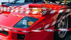 La Ferrari F40 bruciata a Monaco ricoperta dai nastri della Polizia