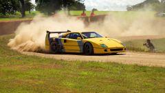 Ferrari F40 drifting video: di traverso sullo sterrato
