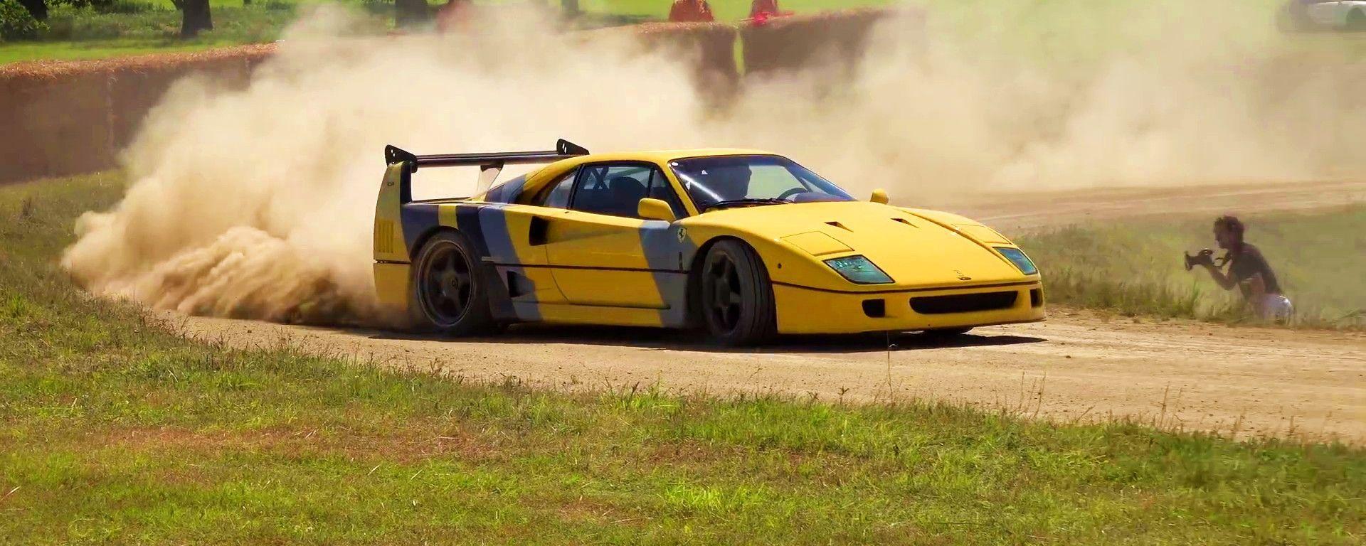 La Ferrari F40 di traverso sullo sterrato nel video di TheTFJJ