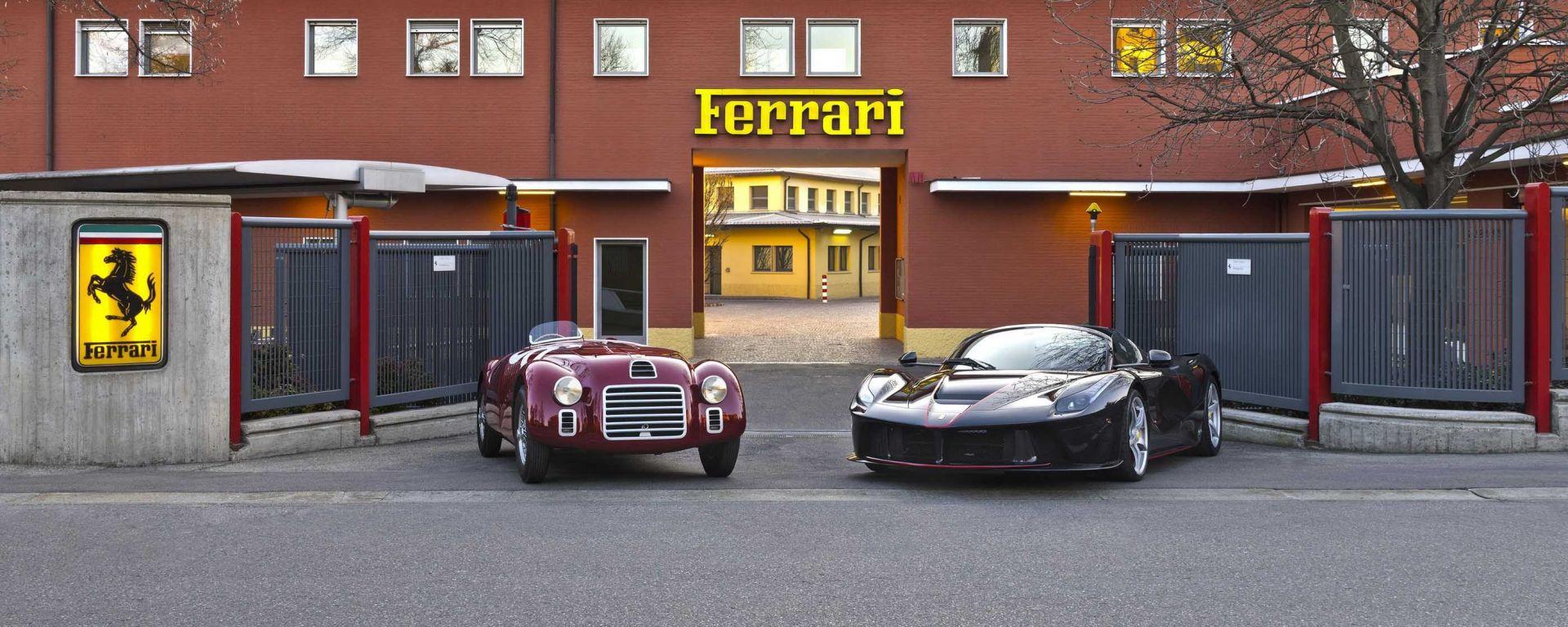 La Ferrari LaFerrari Aperta assieme alla capostipite 125 S