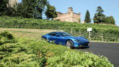 La Ferrari Roma in azione tra le strade delle Langhe, in Piemonte