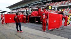 La Ferrari SF70H in viaggio verso i box della Scuderia Ferrari - test day 2 Barcellona
