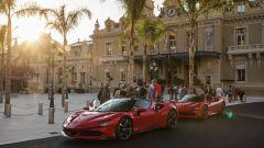 La Ferrari SF90 davanti al Casino di Montecarlo