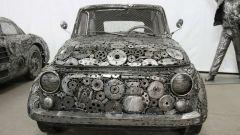 La Fiat 500 in metallo scolpito della Galeria Figur Stalowych