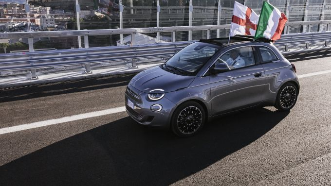 La Fiat 500 sul nuovo Ponte Genova San Giorgio