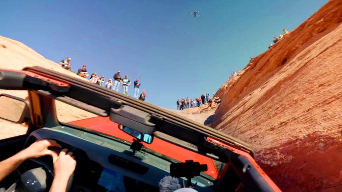 La Ford Bronco attraverso la Hell's Gate, alla guida Vaughn Gittin Jr.