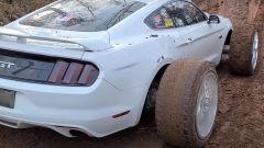La Ford Mustang vista di 3/4 posteriore