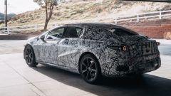 La foto teaser ufficiale della Mercedes EQS