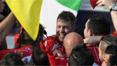 La gioia con i tecnici Ferrari