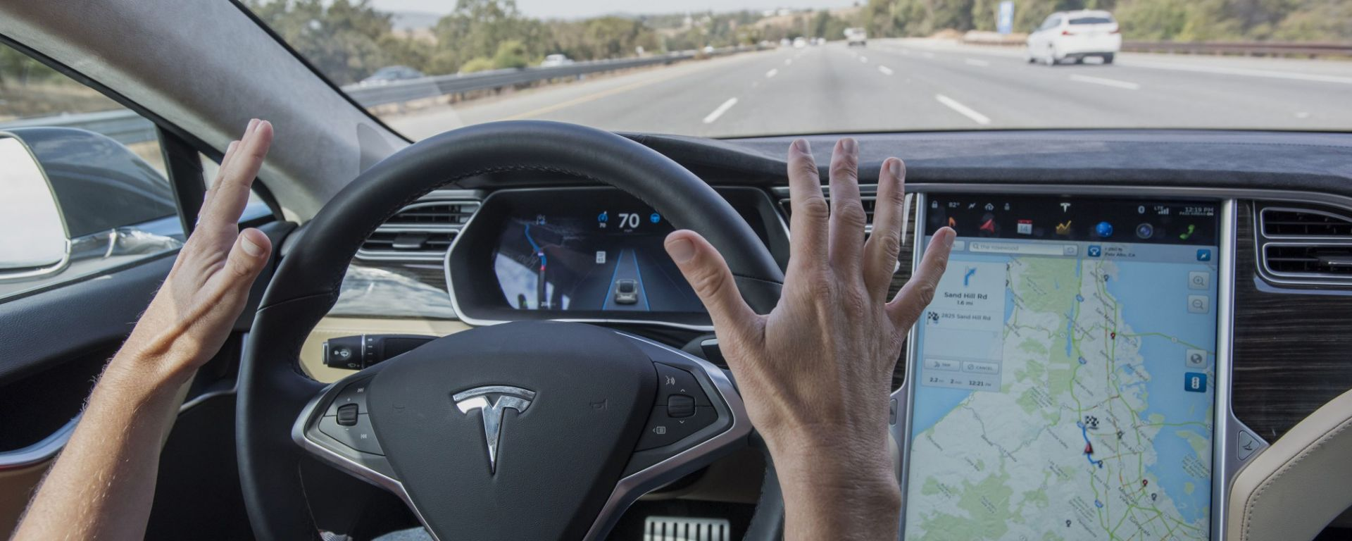 La guida autonoma di Tesla causa incidente mortale