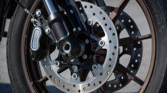 La Harley-Davidson Low Rider S dispone di un doppio disco anteriore
