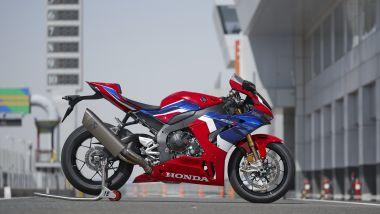 La Honda CBR 1000 RR-R ferma ai box: problemi al motore per 300 esemplari destinati al mercato europeo
