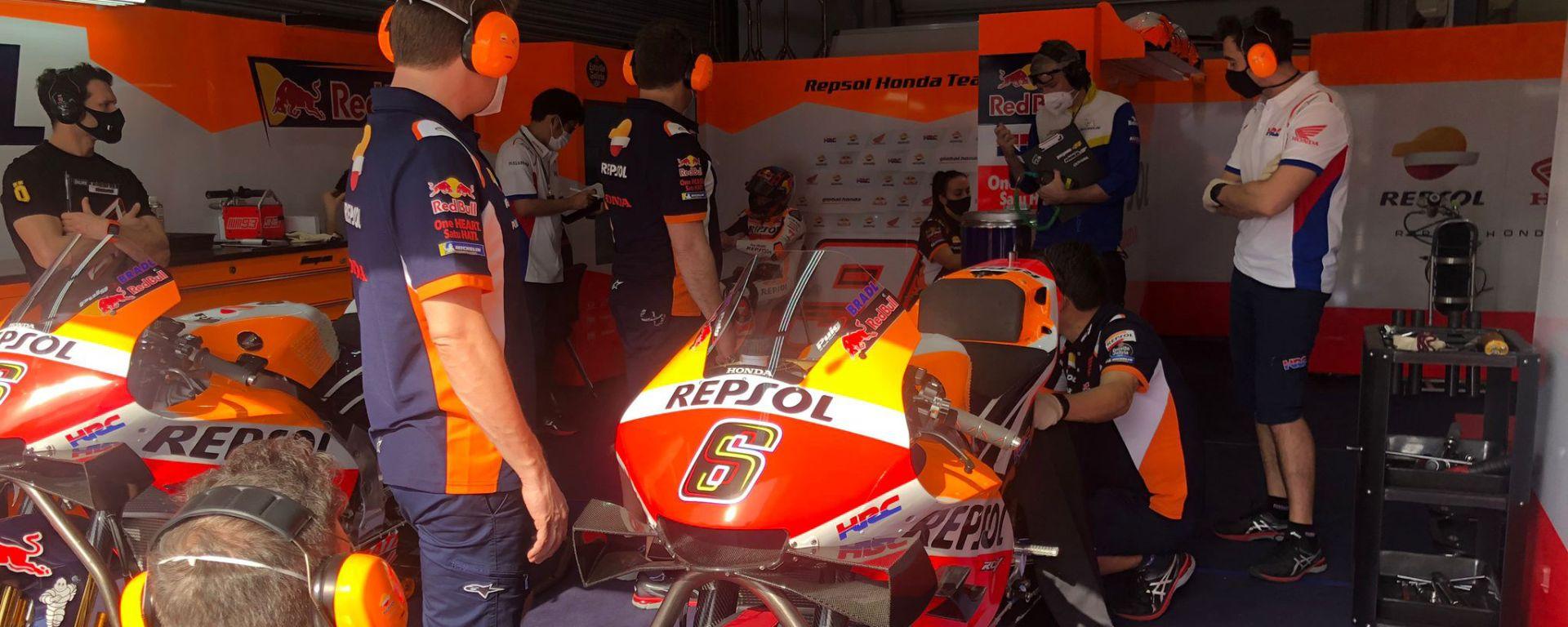 La Honda di Stefan Bradl ai box di Losail