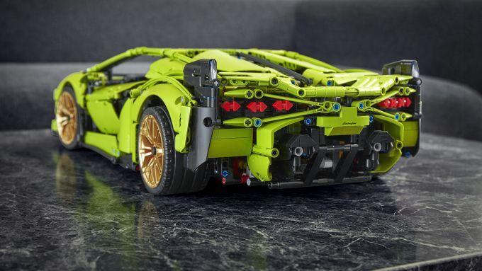 La Lamborghini Lego Technic vista da dietro