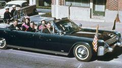 La limousine presidenziale a Dallas pochi istanti prima dell'uccisione di JFK