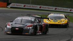 La lotta, al Mugello, tra l'Audi R8 LMS e la Lamborghini Huracan