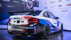 La macchina che parteciperà alla BMW M2 Racing Cup Italy 2021: vista 3/4 posteriore