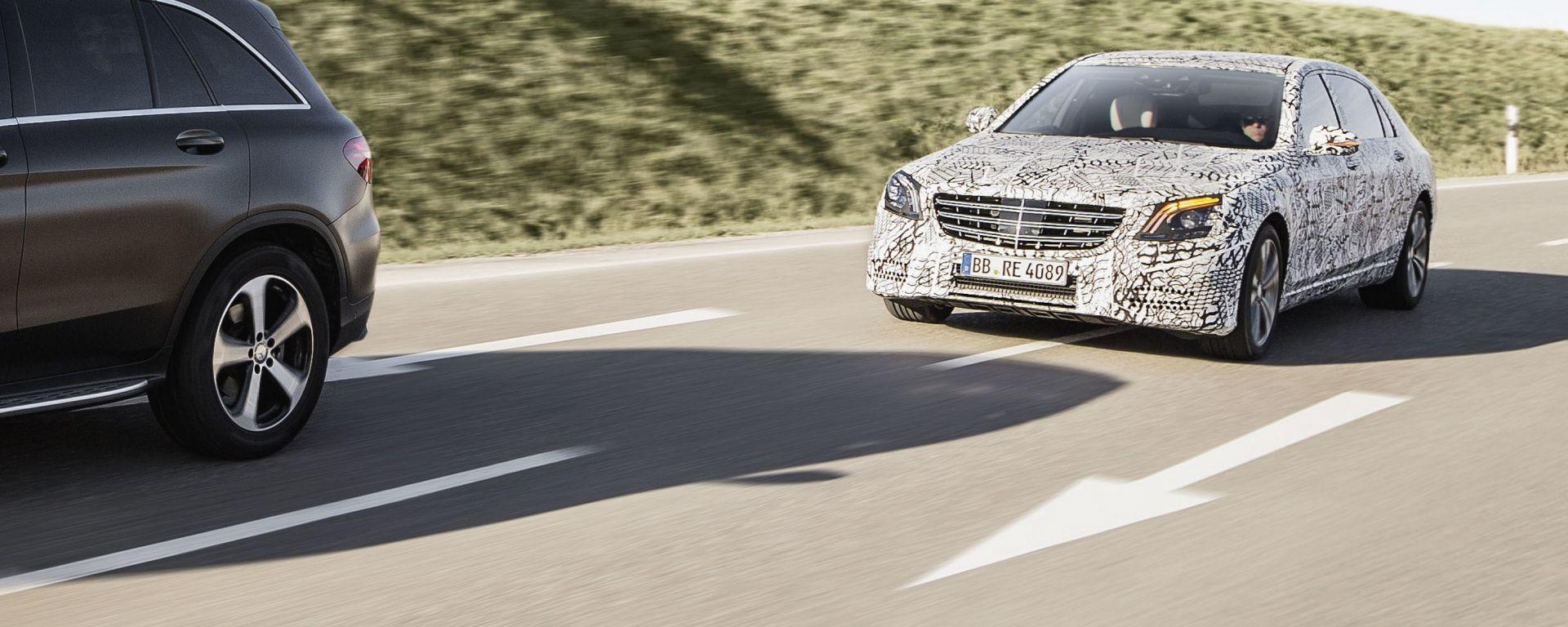 La Mercedes Classe S restyling avrà nuovi sistemi per la guida assistita