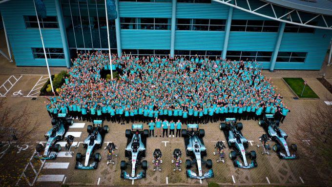 La Mercedes festeggia i sei titoli consecutivi Piloti e Costruttori
