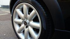 La Mini Cooper S 2002 appartenuta a Madonna: dettaglio della ruota