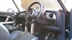La Mini Cooper S 2002 appartenuta a Madonna: gli interni