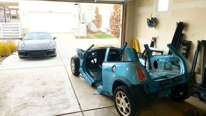 La Mini Cooper S sotto ai ferri