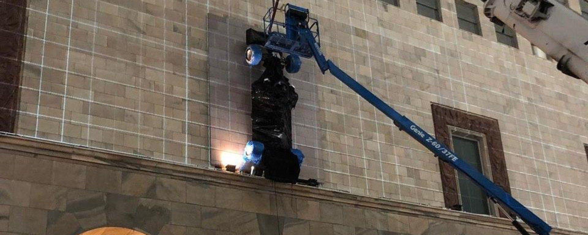 La monoposto volante apparsa presso la Rinascente di piazza Duomo
