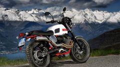 La Moto Guzzi Stornello ha uno scarico due-in-uno Arrow