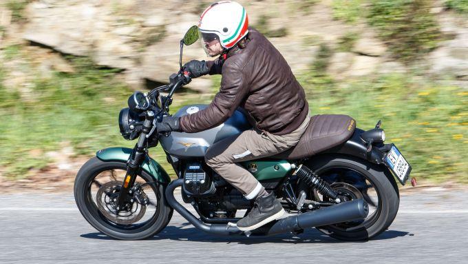 La Moto Guzzi V7 Stone 2021 nell'edizione Centenario