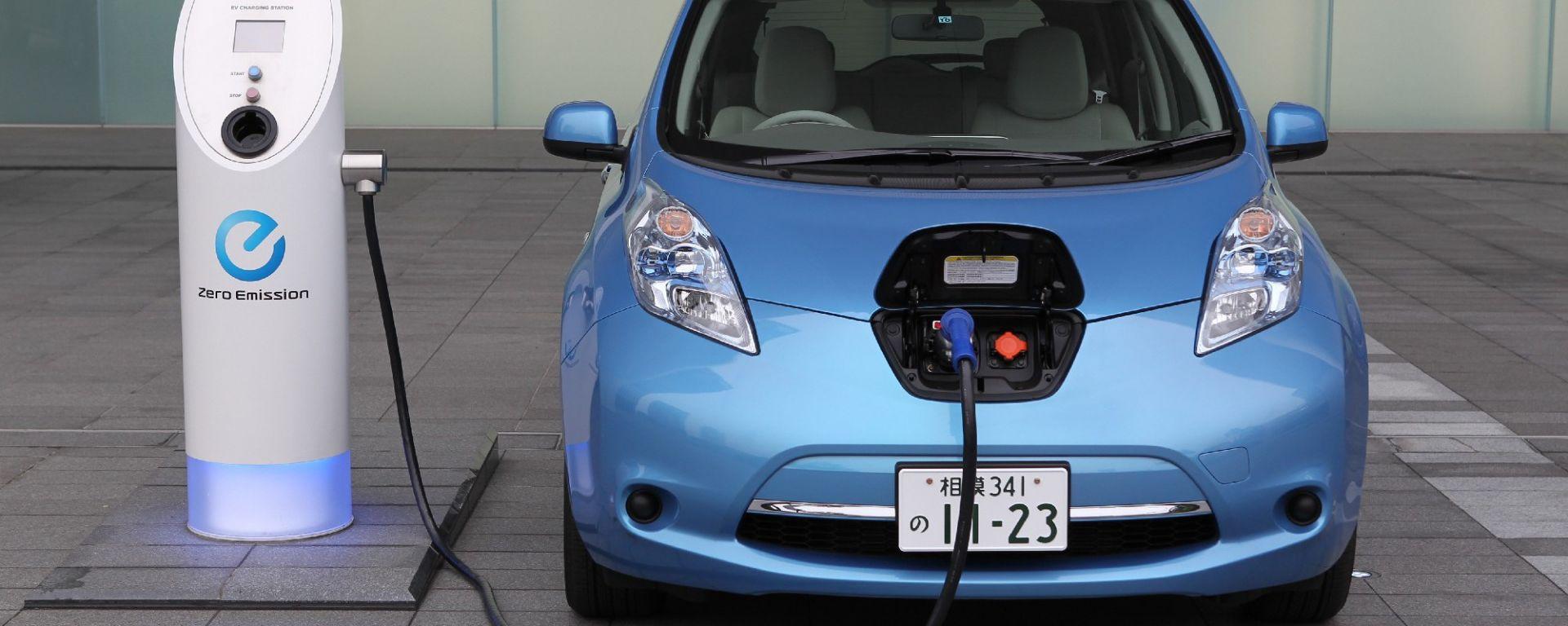 """La Nissan Leaf è """"auto dell'anno 2011"""" in Giappone"""