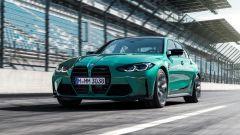 La nuova BMW M3 in versione originale con le sue maxi griglie