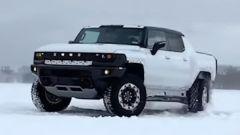 La nuova GMC Hummer elettrica sulla neve
