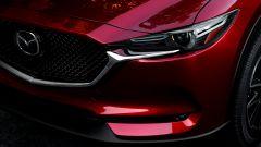 La nuova Mazda CX-5: dettaglio dei gruppi ottici anteriori