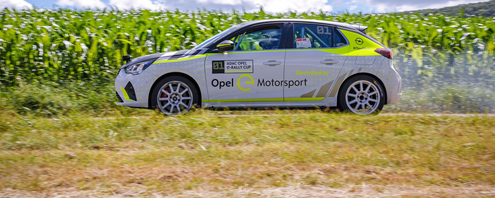 La nuova Opel Corsa-e Rally impegnata nei test di sviluppo