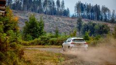 La nuova Opel Corsa Rally4 impegnata negli ultimi test, nel sud della Francia