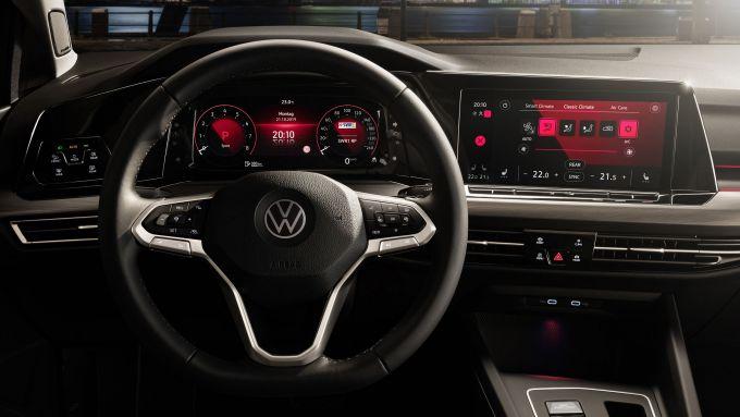 La nuova plancia della Volkswagen Golf 2020
