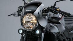 La nuova Suzuki SV650X ha un'inedito cupolino che cinge il faro tondo, vero marchio di fabbrica SV