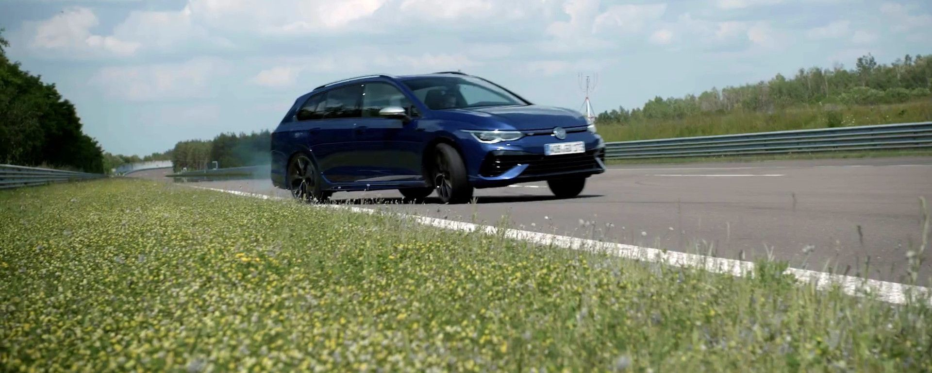 La nuova Volkswagen Golf R Variant 2022 con Drift Mode