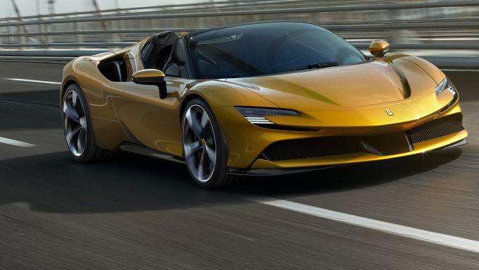 La nuovissima Ferrari SF90 Spider, plug-in hybrid da 1.000 cavalli