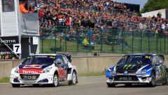 La Peugeot 208 WRX in lotta con la Volkswagen Polo WRX - Mondiale Rallycross 2017, GP Belgio
