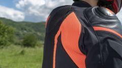 La piccola gobba della giacca Dainese Super Rider D-Dry
