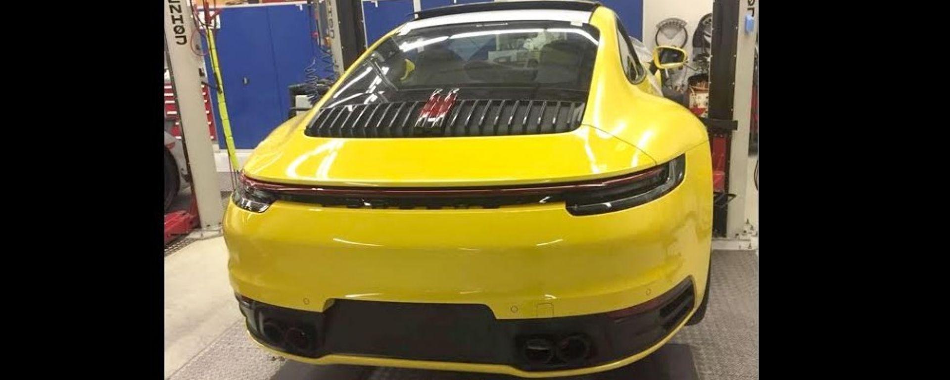 La Porsche 992 si svela su Instagram