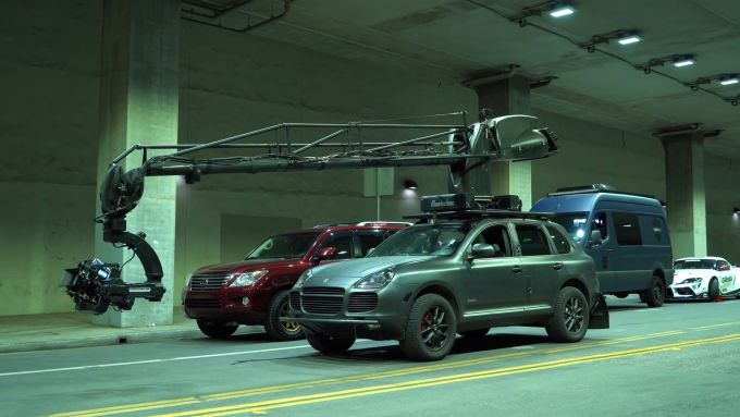 La Porsche Cayenne usata per le riprese del video The Pitch con la Toyota GR Supra